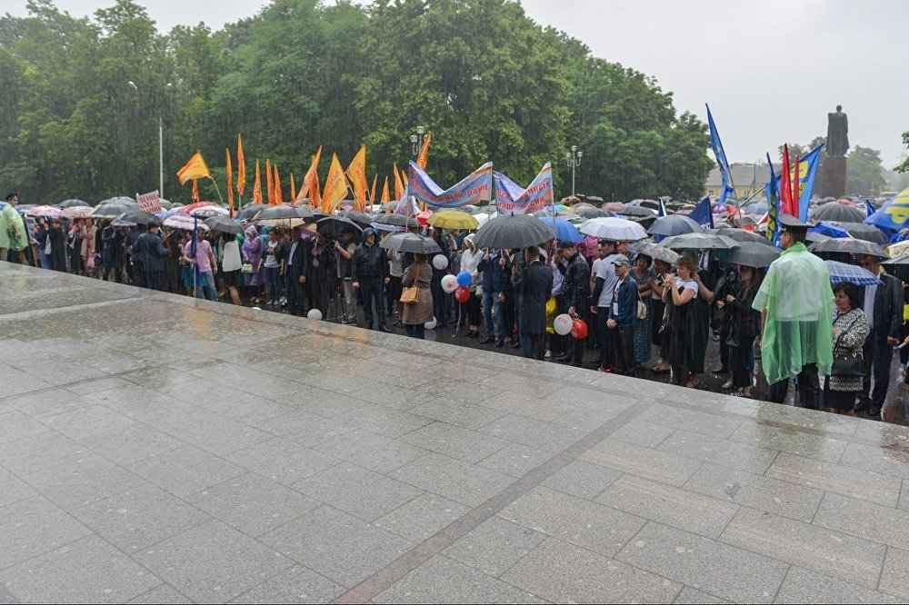 Пять тысяч человек приняли участие в митинге в честь Дня России.