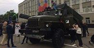 На площади Свободы прошла выставка военной техники, на которой детям разрешили залезть в кабины машиниста.