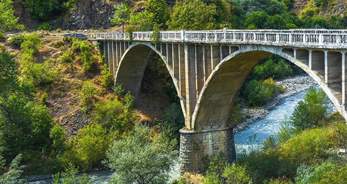 Мост через реку Паца