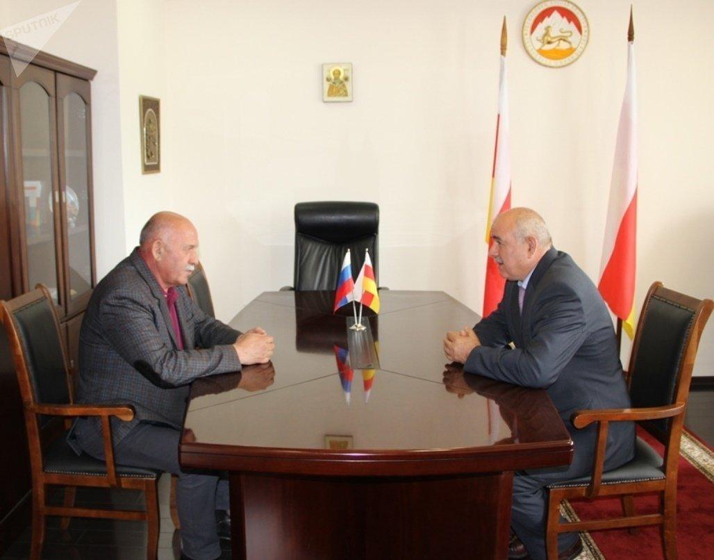 Встреча главы МИД Южной Осетии с полпредом Дагестана в РЮО