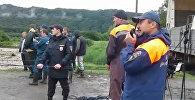 Через поток: как спасатели в Северной Осетии эвакуировали людей