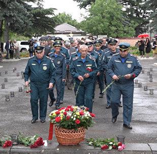 В Южной Осетии в День памяти и скорби возложили цветы к Вечному Огню