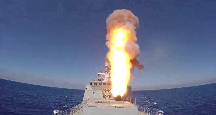 Корабли ВМФ РФ запустили крылатые ракеты Калибр по объектам ИГ в районе Пальмиры