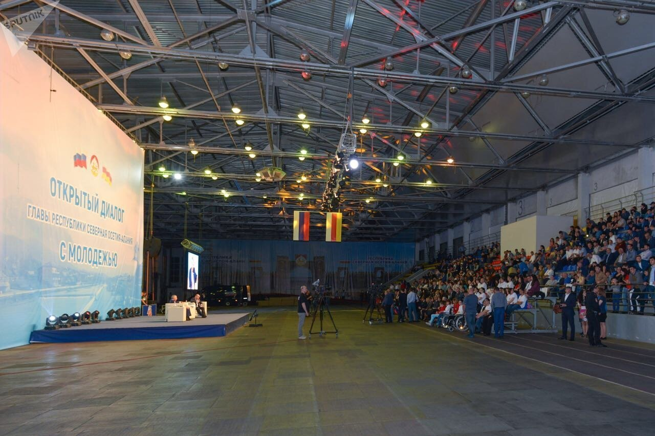 Встреча Вячеслава Битарова  с молодежью республики состоялась во дворце спорта Манеж