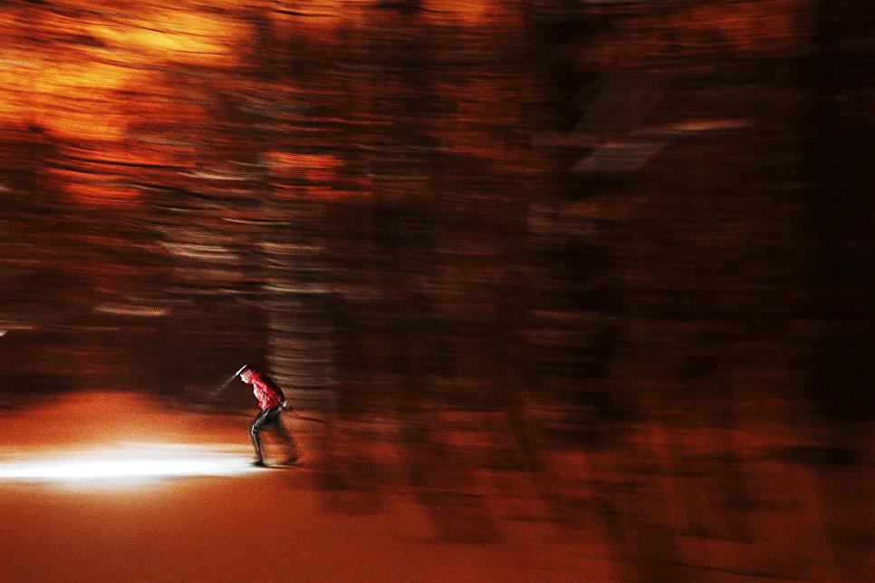 Ночной лыжник