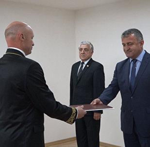 Миротворец стал послом: Кулахметов снова в Южной Осетии