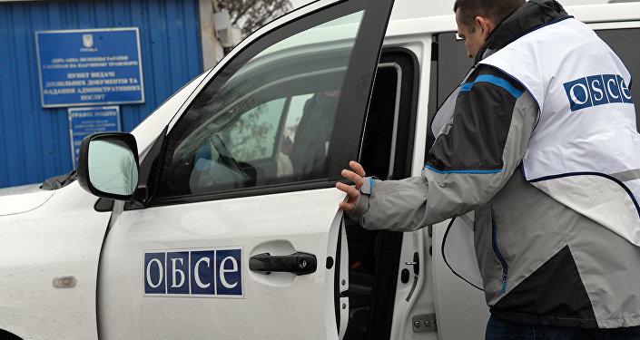 Наблюдатели ОБСЕ осматривают КПП Новоазовск