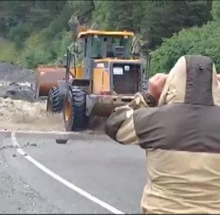 Дорожники расчищают Транскам: кадры с трассы