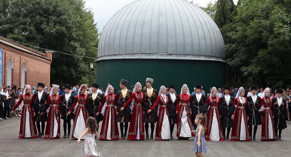 5 тыс. человек станцевали симд вРоще Хетага