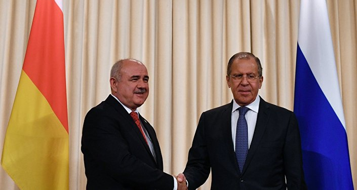 Встреча глав МИД РФ и Республики Южная Осетия С. Лаврова и Д. Медоева