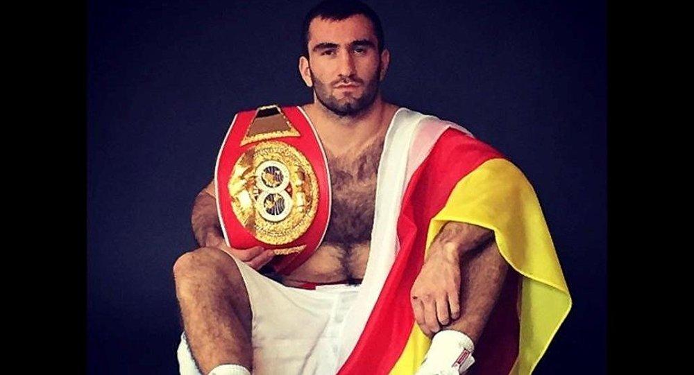 Осетинский профессиональный боксер Мурат Гассиев