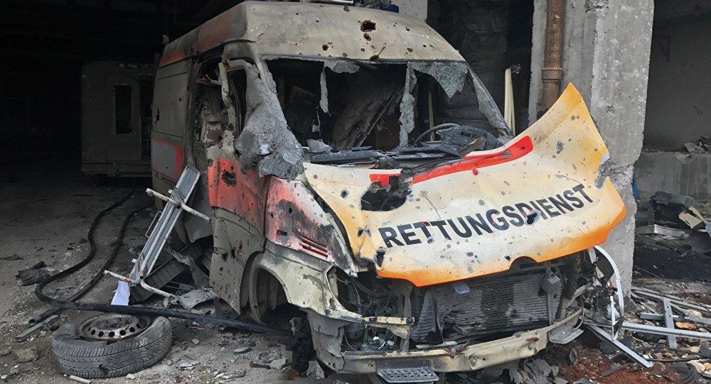 Поврежденный кузов кареты скорой помощи в Сирии