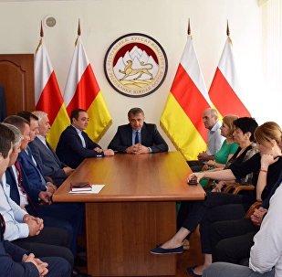Президент Южной Осетии побывал в посольстве РЮО в России