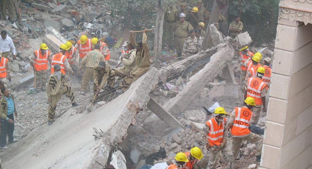 Обрушение жилого дома в столице Индии