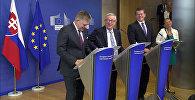 Юнкеру во время пресс-конференции позвонила Меркель