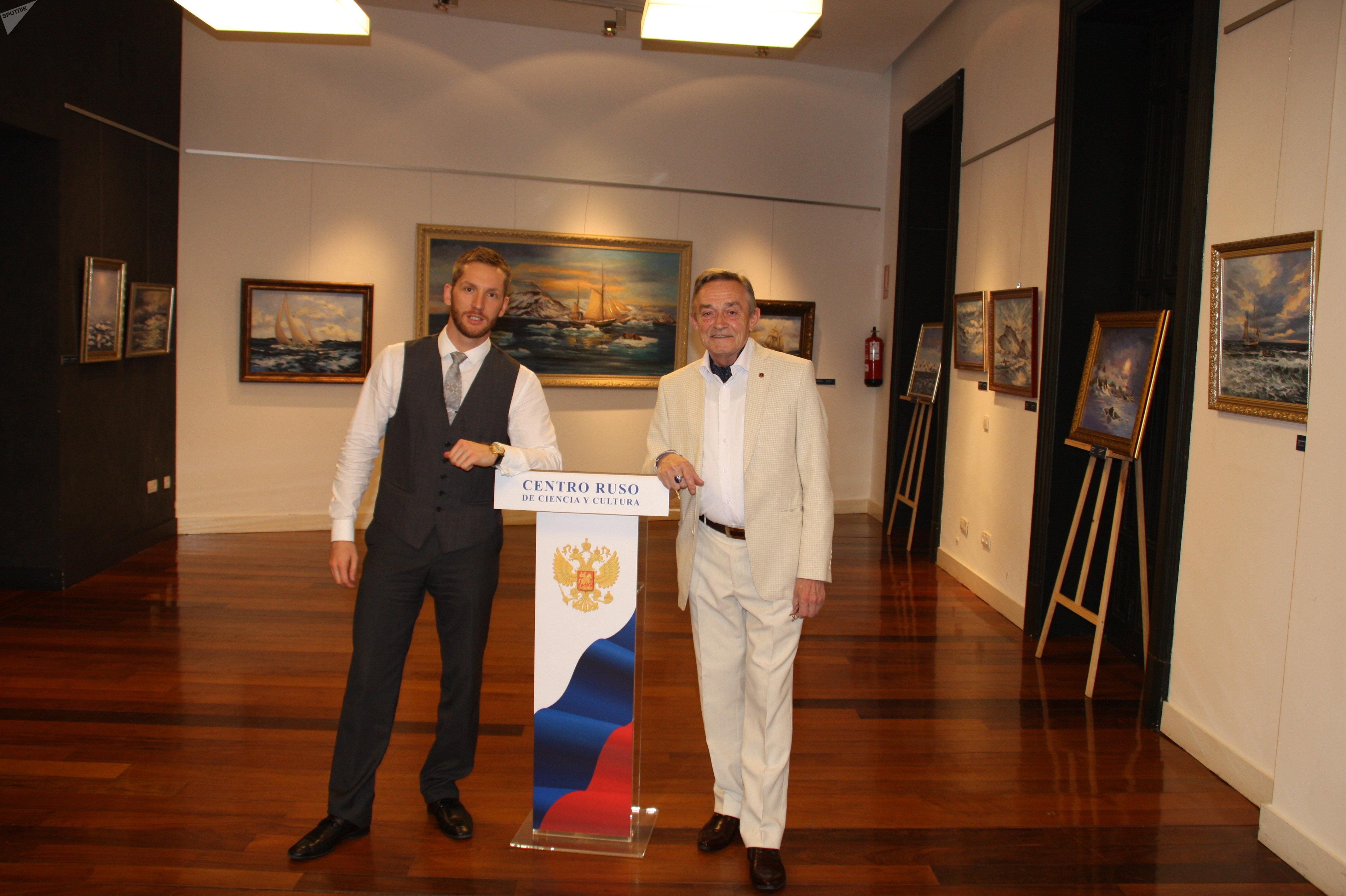 С художником-маринистом Сергеем Звягиным в выставочном зале РЦНК в Мадриде