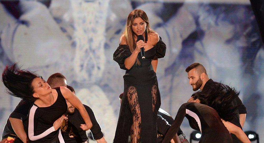 Певица Ани Лорак выступает на Международном музыкальном фестивале Жара в Баку