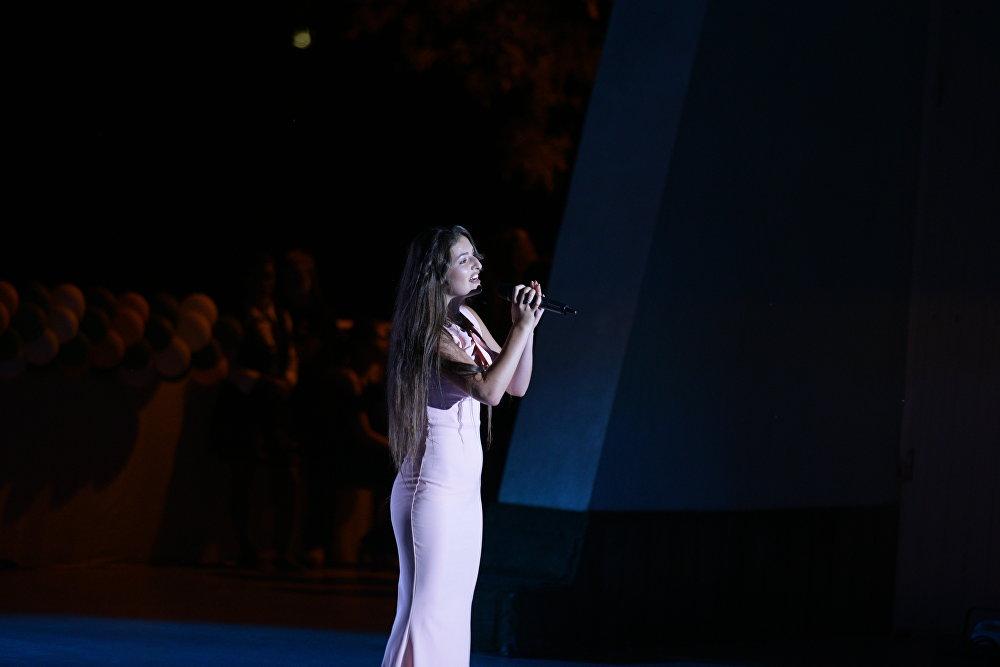 Арина Габараева на концерте Ты супер! в Орленке