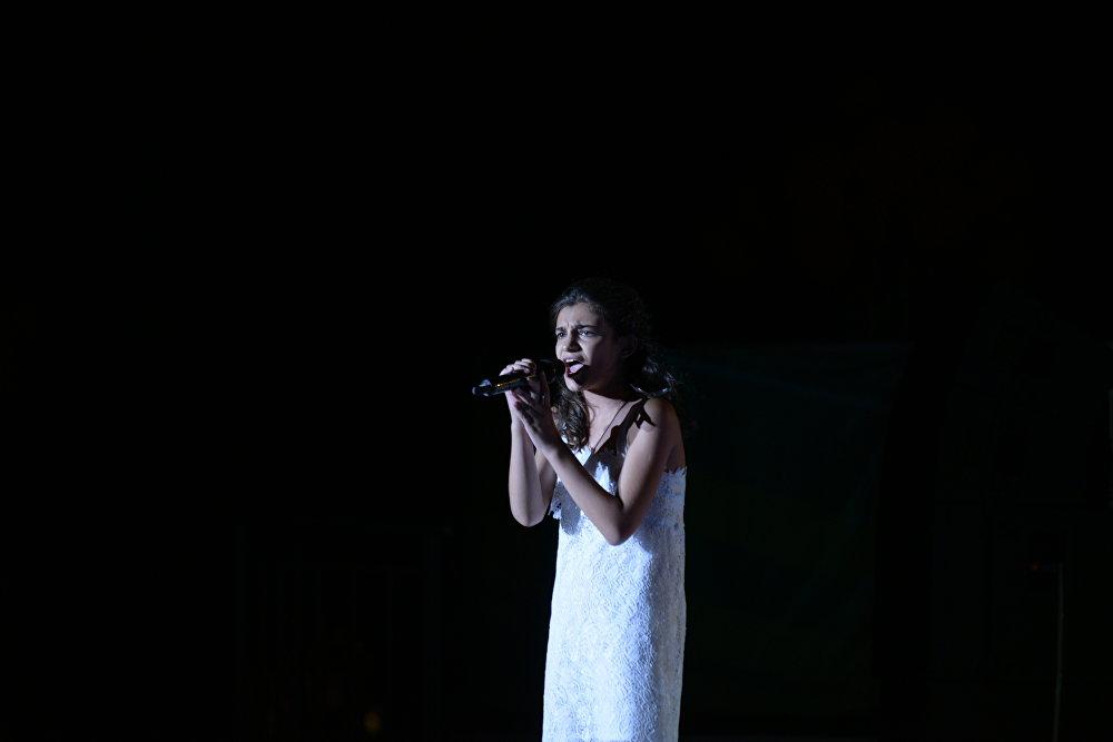 Победительница конкурса Ты супер! Валерия Адлейба на концерте в Орленке