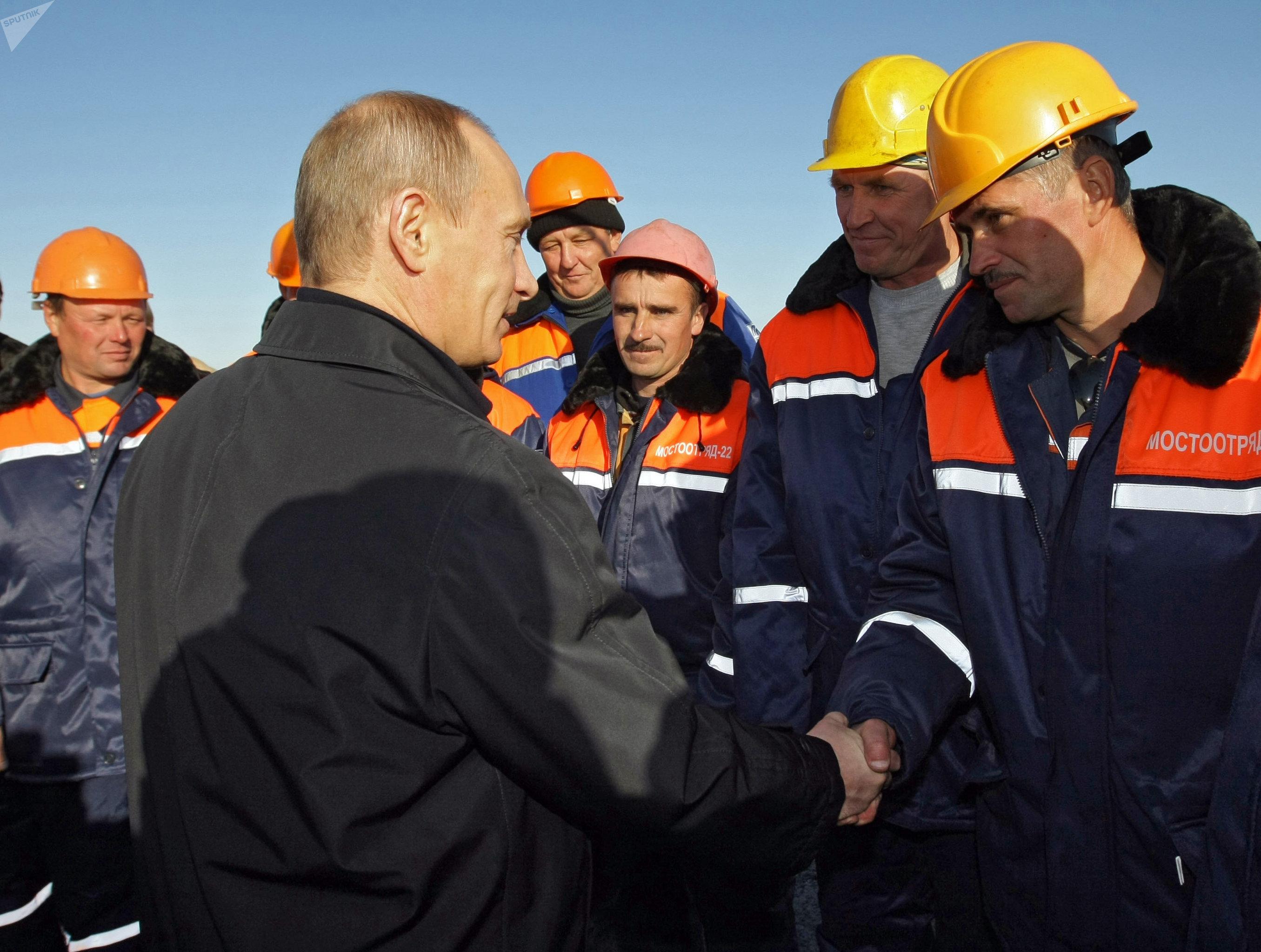 Владимир Путин поздравляет строителей