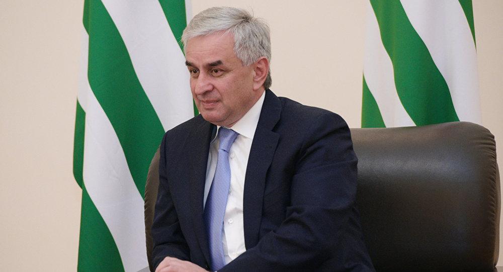 Порошенко обсудил спрезидентом Грузии визит В. Путина  вАбхазию