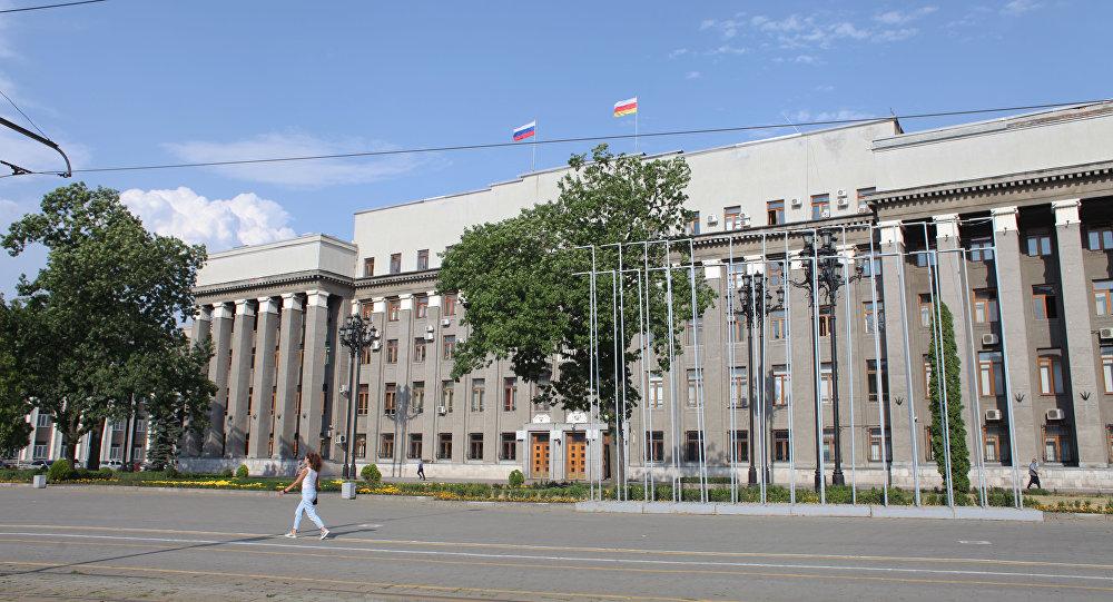 Народные избранники югоосетинского парламента учавствуют вработе съезда осетинского народа