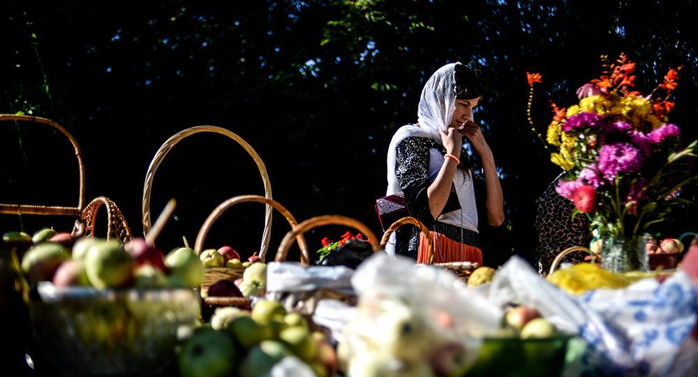 Празднование Яблочного спаса в городах России
