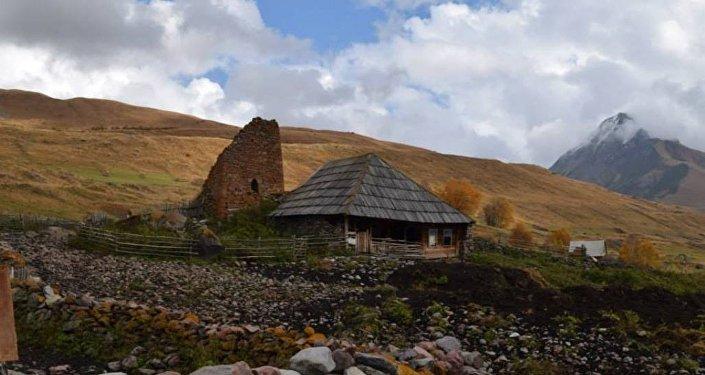 Дом и башня в селе Ерман