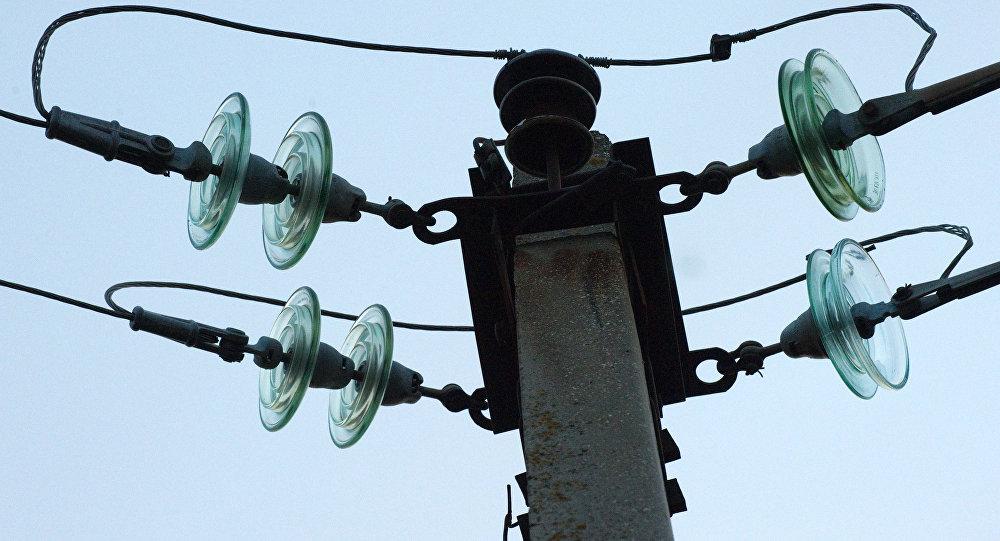 Обесточенные высоковольтные линии электропередачи