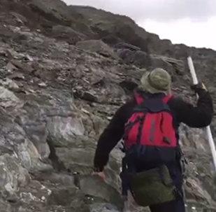Град не пустил альпинистов на Халаца: кадры неудачного восхождения