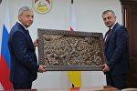 Глава Северной Осетии Вячеслав Битаров и президент Южной Осетии Анатолий Бибилов