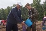 Лукашенко в субботу копал картошку