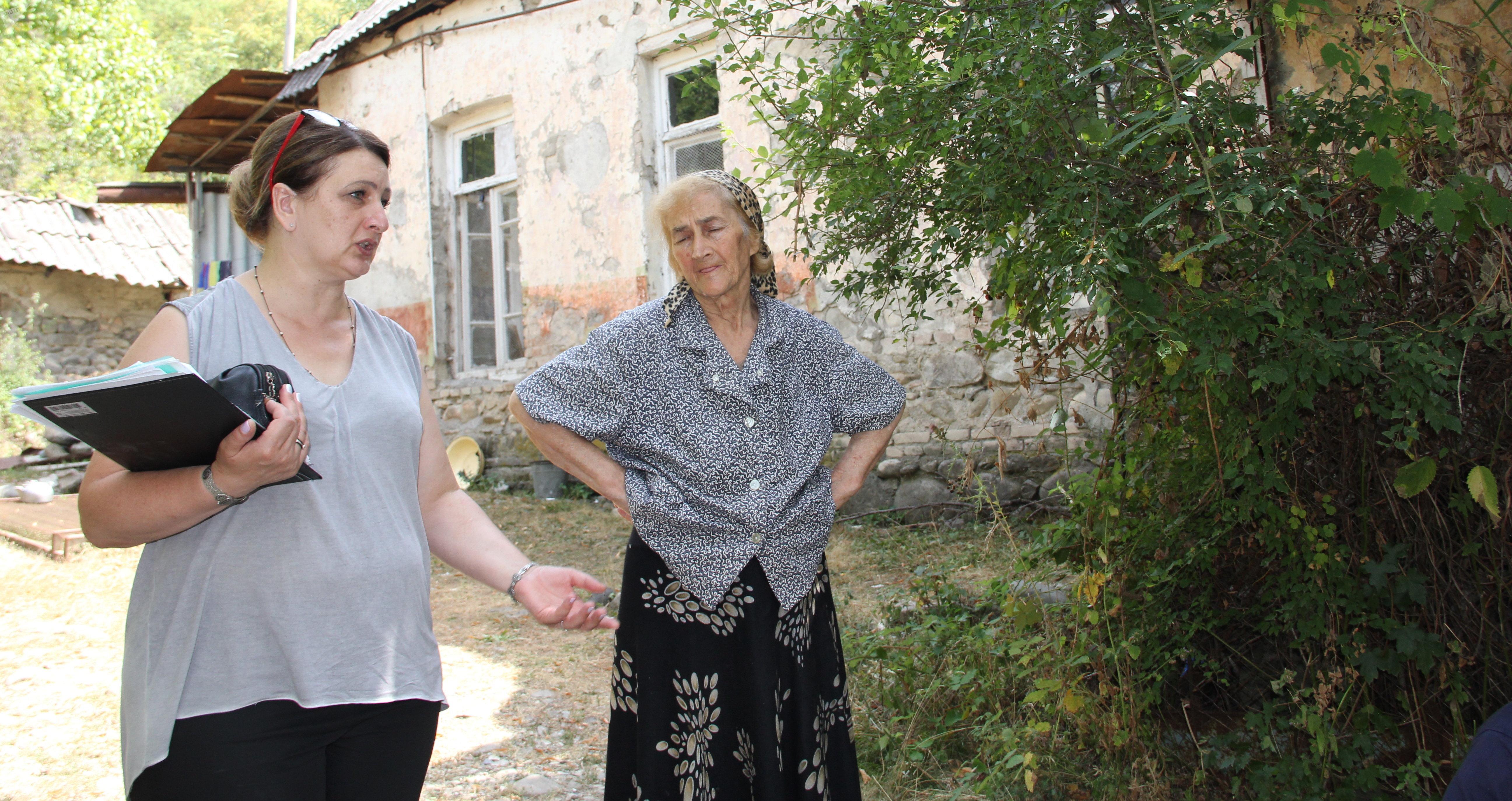 Жители Ленингора и красный крест