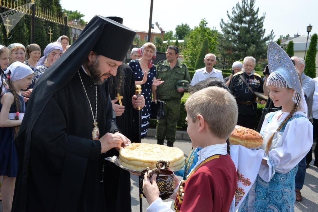 Первый день в Осетии. Встреча у Кафедрального собора Георгия Победоносца.