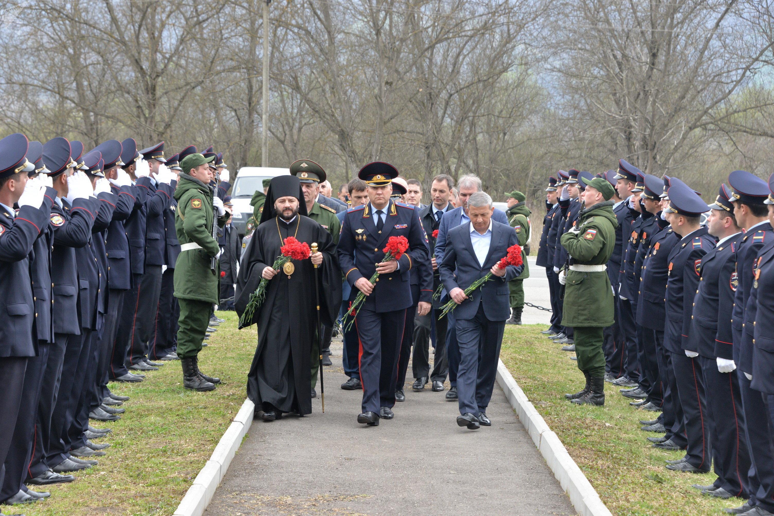 Мемориал Эльхотовские ворота. С Главой РСО-А В. Битаровым и Министром ВД М. Скоковым