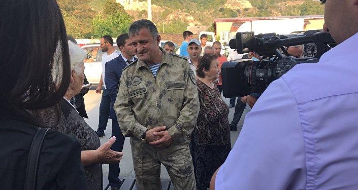 Анатолий Бибилов на встрече с жителями города