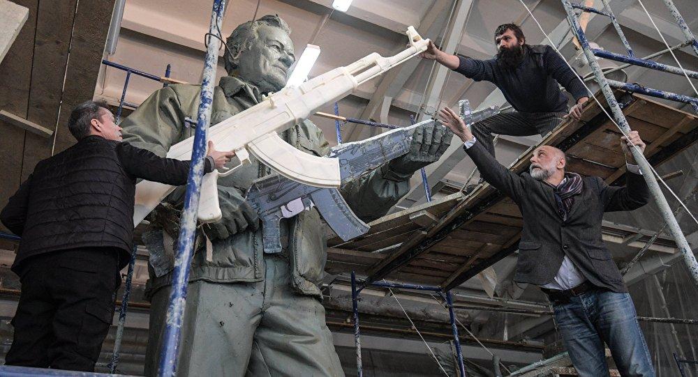 Изготовление памятника Михаилу Калашникову
