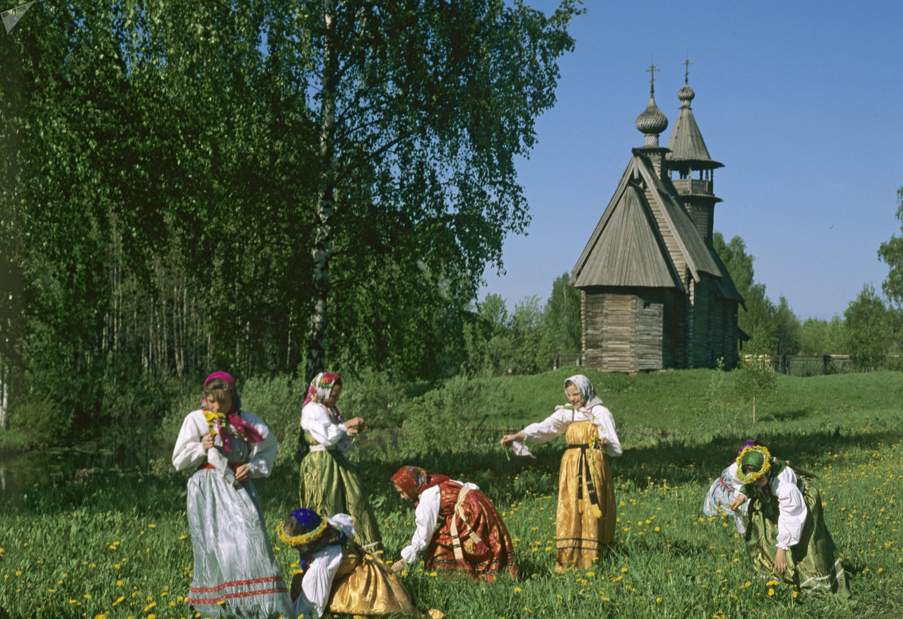 Девушки-участницы праздника
