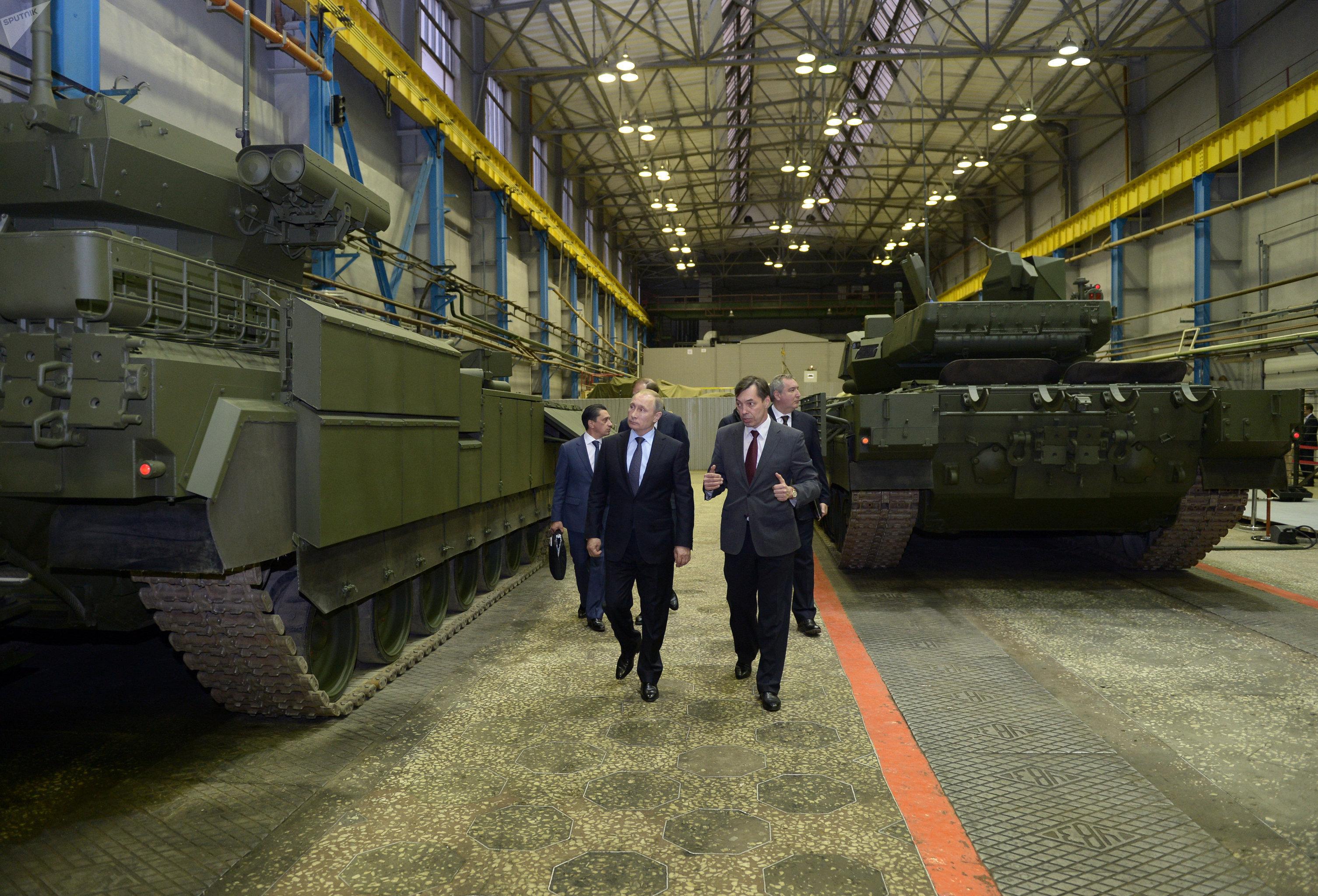 Президент России Владимир Путин на заводе Уральское конструкторское бюро транспортного машиностроения