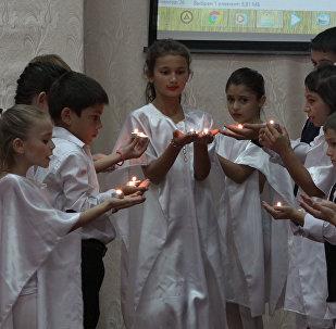 День Республики первыми отметили учащиеся Цхинвальской школы-интернат