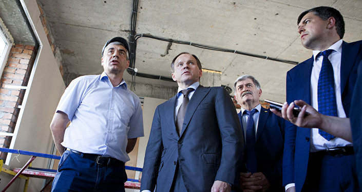 Путин поздравил президента Южной Осетии сДнем Республики
