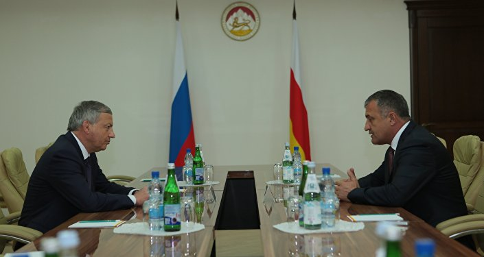 Встреча президента РЮО Анатолия Бибилова с главой РСО-Анания Вячеславом Битаровым