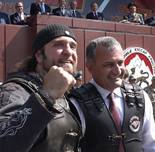 Как Хирург дарил мотоцикл президенту Южной Осетии