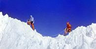 Покорение вершины альпинистами