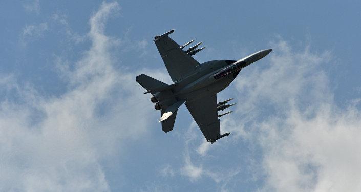 Самолет Ф-18