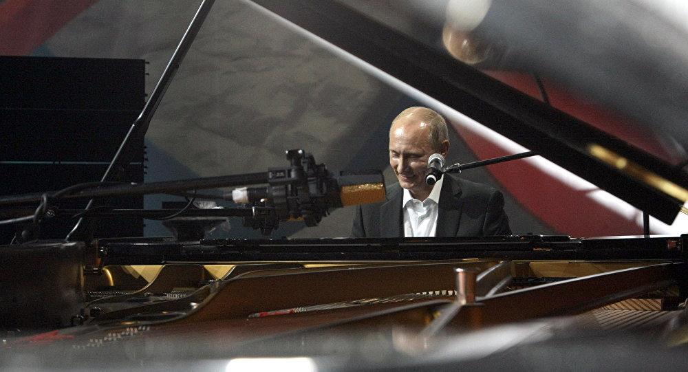 Мацуев похвалил игру В. Путина нафортепиано