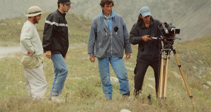На съемках фильма Пятнадцать лет. Слева направо: Ирлан Хугаев, Аслан Галазов, Виктор Бурдули (Портос), Леван Капанадзе