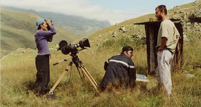 На съемках фильма Пятнадцать лет. Слева направо: Леван Капанадзе, Аслан Галазов, Ирлан Хугаев