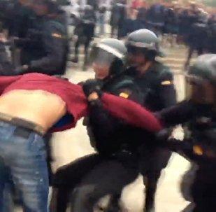 В Каталонии произошли стычки между полицией и сторонниками референдума