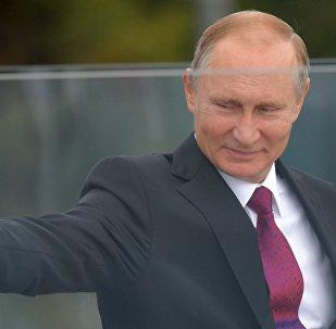Президент РФ В.Путин посетил парк Зарядье в Москве